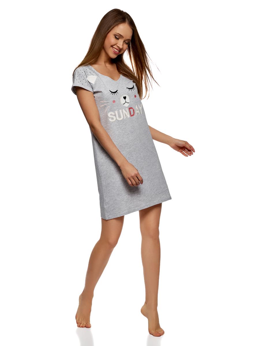 Платье домашнее oodji Ultra, цвет: светло-серый. 59801018-1/48307/2012Z. Размер S (44)59801018-1/48307/2012ZЭффектное трикотажное платье с аппликацией. Модель прямого силуэта, с короткими принтованными рукавами с отворотами и V-образным вырезом. На груди стильный принт, который дополняет аппликация. Благодаря этой детали платье смотрится интересно и необычно. Трикотаж из хлопка с вискозой приятен для кожи и не вызывает аллергии, дышит и отлично носится. Короткое платье прямого кроя подходит для разных фигур. Стильное трикотажное платье с необычным принтом – прекрасный вариант домашнего наряда или одежды для сна. В нем вы можете отдыхать дома, заниматься делами. Удобно использовать его и в качестве ночной рубашки. В этом платье вы будете выглядеть женственно и очаровательно. Легкое и свободное, оно поможет вам максимально расслабиться и отдохнуть дома. Удачная вещь для украшения повседневного домашнего гардероба.