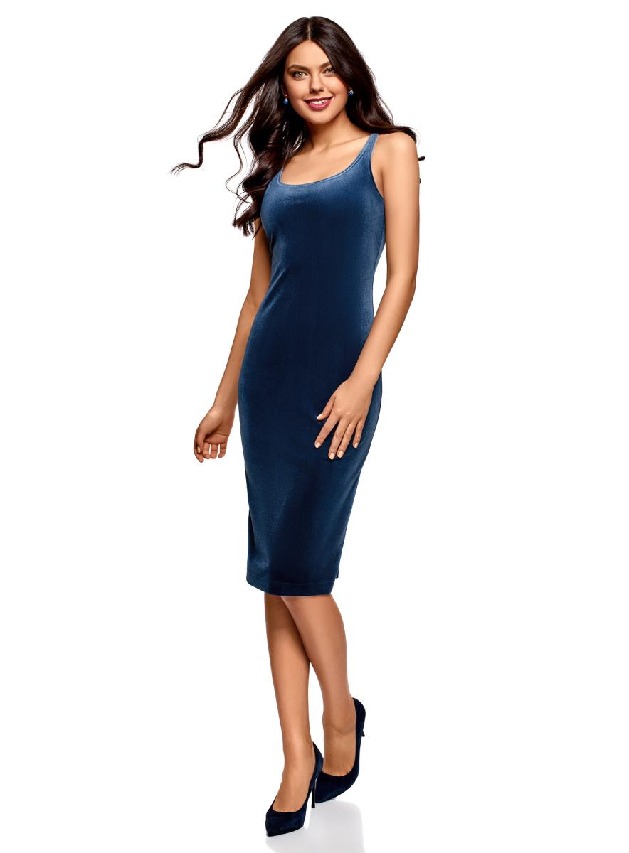 Платье oodji Ultra, цвет: синий. 14015007-9/46056/7503N. Размер XXS (40)14015007-9/46056/7503NЭффектное платье от oodji облегающего силуэта на бретелях. Модель с глубоким вырезом привлекает внимание к линии груди. Соблазнительный крой и необычная текстура бархатной ткани привлекут к вам внимание окружающих. Модель длиной до колен красиво подчеркивает фигуру, визуально стройнит и хорошо смотрится.Бархатное платье на бретелях – вещь для особых случаев. Довольно открытое платье подойдет для выходов в свет, свиданий или встреч с друзьями. А если вы хотите создать более сложный образ, платье можно дополнить жакетом или кардиганом. Туфли на высоком каблуке придадут наряду женственности и сексуальности. А для оригинального и непринужденного лука можно подобрать спортивные ботинки или кеды. Отличное платье для соблазнительных и комфортных нарядов!