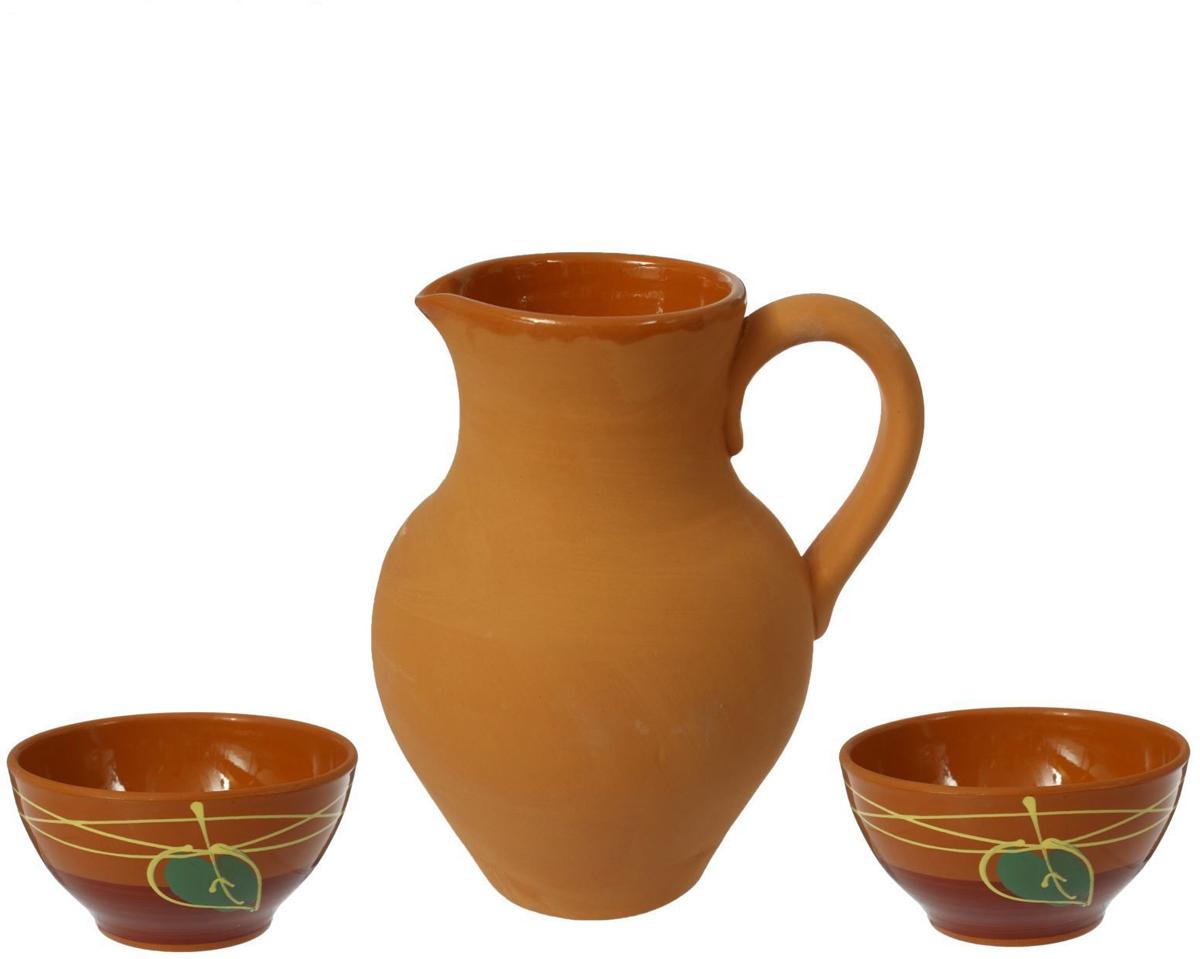 Набор Борисовская керамика, 3 предмета. ОБЧ00000231ОБЧ00000231Набор Борисовская керамика состоит из кувшина и двух пиал. Изделия выполнены извысококачественной керамики. Природные свойства этого материала позволяют долгосохранять температуру напитка, даже если вы пьете что-то холодное. Кувшин оснащен удобнойручкой и прекрасно подходит для подачи воды, сока, компота и других напитков. Внешние стенкичашек оформлены оригинальным рисунком Такой набор эффектно украсит любой кухонныйинтерьер и станет хорошим подарком для ваших близких.