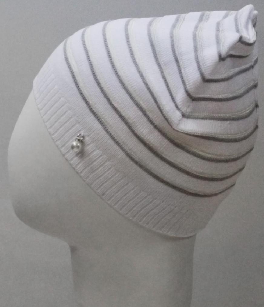 Шапка для девочки Marhatter, цвет: белый. MGH8226. Размер 50/52MGH8226Эффектная шапка для девочки Marhatter модной формы лопатка украшена металлической подвеской. Изделие выполнено с чередованием полос разной плотности вязки. Легкая летняя модель из хлопка обеспечит ребенку комфорт, хорошее настроение и защитит от солнца. Уважаемые клиенты!Размер, доступный для заказа, является обхватом головы.