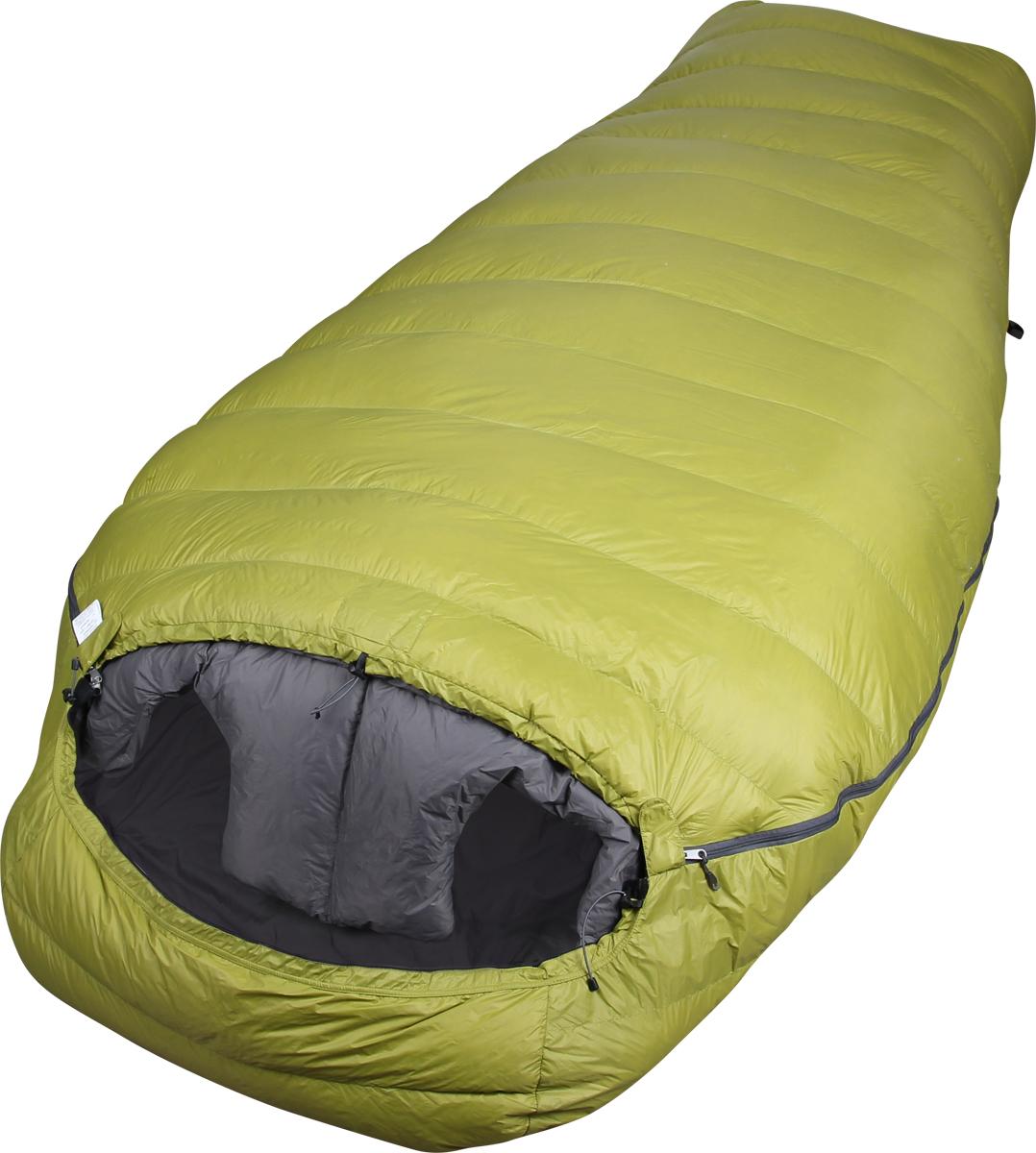 Мешок спальный Сплав Tandem Light, двухместный, цвет: зеленый, 230 x 120 x 73 см4507751Сплав Tandem Light - сверхлёгкий тёплый комфортный двухместный пуховой спальный мешок.Несмотря на то, что идея этого спального мешка пришла из стиля light&fast, он непременно найдёт применение в самых разных ситуациях и спортивных направлениях благодаря совокупности своих выдающихся эксплуатационных характеристик. Tandem Light – это идеальное решение для тех, кто ищет возможность существенного снижения веса своего бивачного снаряжения без ущерба комфорту для двоих. Конструкция спального мешка позволяет двум обитателям пользоваться температурным преимуществом совместного размещения в одном спальнике, сохраняя при этом эффективную теплоизоляцию, обеспечиваемую тёплым воротником сложной формы. Молнии с обеих сторон спальника позволяют покинуть мешок и вернуться в него, не беспокоя соседа.Тип конструкции: кокон.Сквозные швы.Молнии неразъёмные однозамковые с внутренними планками, утеплёнными Primaloft, расположены с двух боков спальника.Шейный пакет сложной формы, способствующей снижению поступления холодного воздуха в спальный мешок между людьми..Регулировка капюшона шнуром.Анатомическая форма мешка в районе ступней.Увеличенная норма набивки секций в районе ступней.Два внутренних кармана на молнии.Петли для просушки.Упаковка: компрессионный мешок в комплекте.Материалы:Ткань верха: 100% нейлон 20D, 35 г/м2, Ripstop, DWR.Подкладка: 100% нейлон 20D, 36 г/м2, DWR.Утеплитель: Высококачественный серый гусиный пух Каригуз с гидрофобной обработкой Nikwax FP 680.Температурный режим (Для двух обитателей. Температуры ориентировочные, поскольку стандарт EN13537 не распространяется на двухместные спальные мешки):Комфорт: +2… -3° С.Экстрим: -18° С.Габариты и вес:Размеры: 230 х 120 х 73 см.Размеры в упакованном виде: диаметр 20 х 35 см.Размеры в сжатом виде: диаметр 20 х 23 см.Полный вес: 1,186 кг.Вес утеплителя: 522 г.Внимание! Длительное хранение в сжатом виде не рекомендуется. Упаковку в компресс