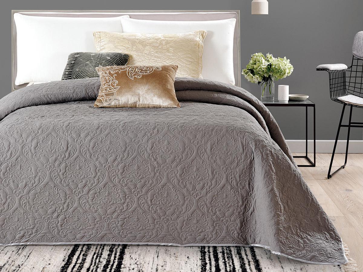 Покрывало Cleo Андора, цвет: серый, 240 х 260 см240/026-ADПокрывало Cleo коллекции «АНДОРА» - романтический дизайн! В изготовлении покрывала используется полиэстер – синтетическая ткань, мягкая и приятная на ощупь. Обладает рядом преимуществ: не требуют особого ухода, пропускает воздух, дарит приятную и легкую прохладу, это особенно важно в жаркие дни, очень быстро сохнет, легко стирается, не мнется, не тянется, краски останутся яркими и сочными долгое время. Покрывало Cleo коллекции «АНДОРА» - это великолепный сюрприз для вас и ваших близких. Благодаря своей цветовой гамме, вы всегда можете найти то, чего вам не хватало в интерьере!