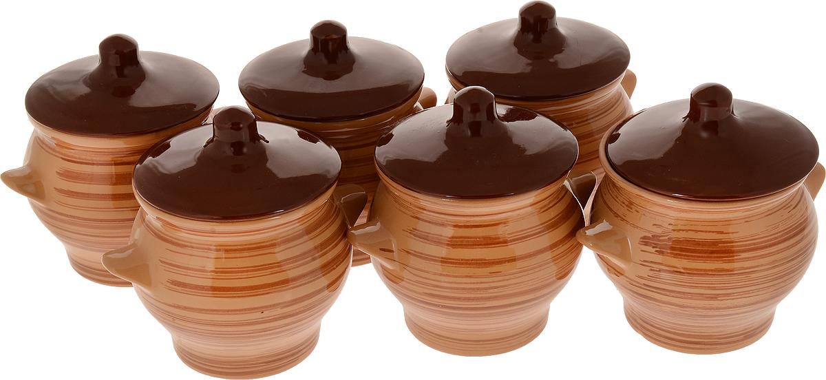 Набор горшочков для запекания Борисовская керамика Стандарт, с крышками, цвет: светло-коричневый, 600 мл, 6 штОБЧ00000130_полоски_ светло-коричневыйНабор Борисовская керамика состоит из 6 горшочков для запекания. Изделия выполнены из высококачественной керамики с покрытиемпищевой глазурью. В качестве сырья использована экологически чистая красная глина.Форма горшочка разработана с учетом тысячелетних традиций наших предков. Пористая структура стенки гарантирует эффект запекания. Форма крышки сохраняет тепловой баланс и полезные свойства продуктов, а также препятствует разбрызгиванию продукта и попаданию внутрь посторонних продуктов. Горшки снабжены небольшими ручками.Такой набор горшочков станет отличным подарком и обязательно пригодится в любом хозяйстве.Посуда жаропрочная. Можно использовать в духовке и микроволновой печи.