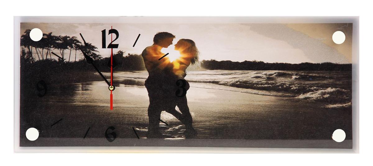 Часы настенные прямоугольные Сюжет Влюбленная пара на берегу, 20 х 50 см1164542Каждому хозяину периодически приходит мысль обновить свою квартиру, сделать ремонт, перестановку или кардинально поменять внешний вид каждой комнаты. — привлекательная деталь, которая поможет воплотить вашу интерьерную идею, создать неповторимую атмосферу в вашем доме. Окружите себя приятными мелочами, пусть они радуют глаз и дарят гармонию.— сувенир в полном смысле этого слова. И главная его задача — хранить воспоминание о месте, где вы побывали, или о том человеке, который подарил данный предмет. Преподнесите эту вещь своему другу, и она станет достойным украшением его дома.Часы настенные прямоугольные Влюбленная пара на берегу, 20х50 см 1164542