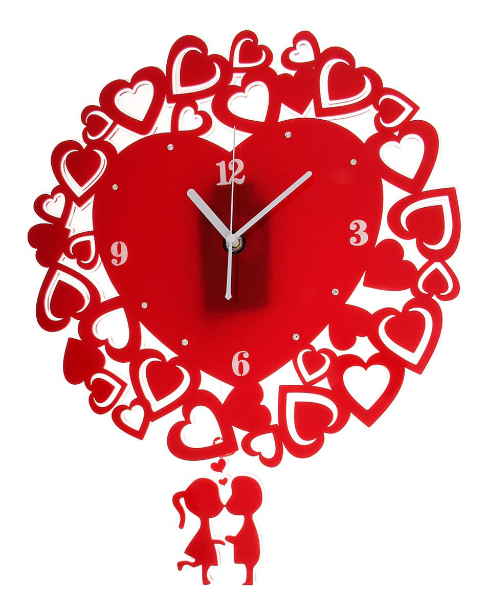 Часы настенные Акрил. Сердечки, с маятником, 36 х 48 см118703Часы настенные интерьерные Серия Акрил. Влюбленность с маятником – пикантная деталь, которая придаст интерьеру яркий акцент, законченный вид и позволит всегда планировать свое время с наибольшей эффективностью. Любовная тематика, выраженная в часах, непременно понравится вашему избраннику, возможно, такой комплимент станет началом чего-то нового и романтического.Часы настенные серия Акрил сердечки вокруг на маятнике парочка красно-белые 36*48см 118703