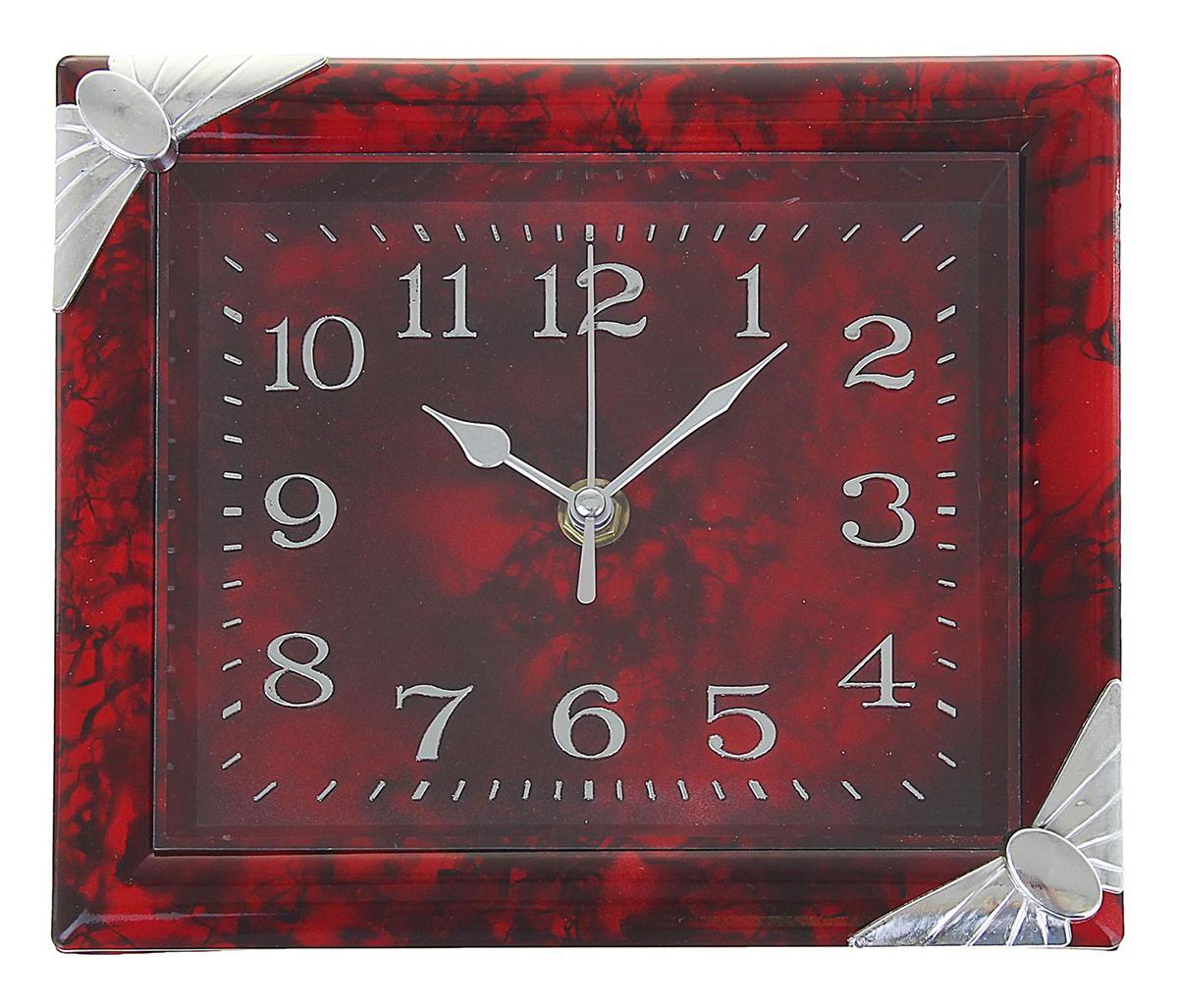 Часы настенные, цвет: хром, бордо, 18 х 22,5 см1195067Каждому хозяину периодически приходит мысль обновить свою квартиру, сделать ремонт, перестановку или кардинально поменять внешний вид каждой комнаты. Часы настенные прямоугольные Дженна, углы-бантики хром, рама и циферблат бордовые — привлекательная деталь, которая поможет воплотить вашу интерьерную идею, создать неповторимую атмосферу в вашем доме. Окружите себя приятными мелочами, пусть они радуют глаз и дарят гармонию.Часы настенные прямоугольник углы хром, рама бордо, циферблат бордо 18х22,5см 1195067