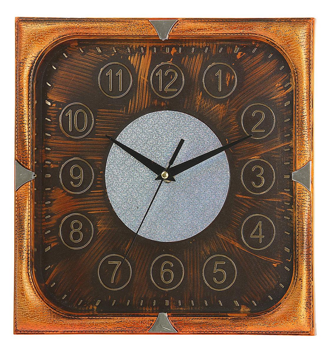 Часы настенные Сумрак, цвет: бронза, 31 х 31 см1205535Каждому хозяину периодически приходит мысль обновить свою квартиру, сделать ремонт, перестановку или кардинально поменять внешний вид каждой комнаты. Часы настенные квадратные Серия Сумрак. Цифры в кружках, 31 ? 31 см, рама под бронзу, циферблат под состаренное дерево — привлекательная деталь, которая поможет воплотить вашу интерьерную идею, создать неповторимую атмосферу в вашем доме. Окружите себя приятными мелочами, пусть они радуют глаз и дарят гармонию.Часы настенные серия Сумрак, квадрат, рама бронза, циферблат бронза, цифры в кружках 31х31см 1205535