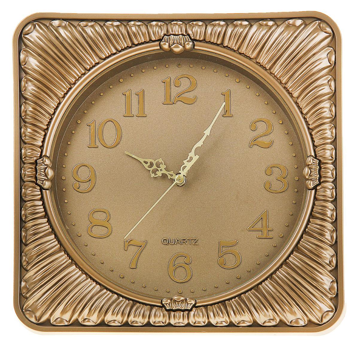 Часы настенные Сумрак, цвет: золото, 35 х 35 см1205545Каждому хозяину периодически приходит мысль обновить свою квартиру, сделать ремонт, перестановку или кардинально поменять внешний вид каждой комнаты. Часы настенные Серия Сумрак. Лепестки, квадратные с закругленными углами, 35 ? 35 см, золотистые — привлекательная деталь, которая поможет воплотить вашу интерьерную идею, создать неповторимую атмосферу в вашем доме. Окружите себя приятными мелочами, пусть они радуют глаз и дарят гармонию.Часы настенные серия Сумрак, квадрат с круг углами, рама золото темное полосы 35х35см 1205545
