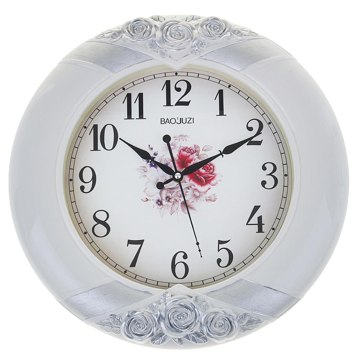 Часы настенные интерьерные Розы лепнина, 42 х 42 см1275428Каждому хозяину периодически приходит мысль обновить свою квартиру, сделать ремонт, перестановку или кардинально поменять внешний вид каждой комнаты. Часы настенные круглые Розы лепнина, d=42 см, серо-серебристые — привлекательная деталь, которая поможет воплотить вашу интерьерную идею, создать неповторимую атмосферу в вашем доме. Окружите себя приятными мелочами, пусть они радуют глаз и дарят гармонию.Часы настенные интерьерные Розы лепнина, выпукл узор, 42х42х5 см 1275428