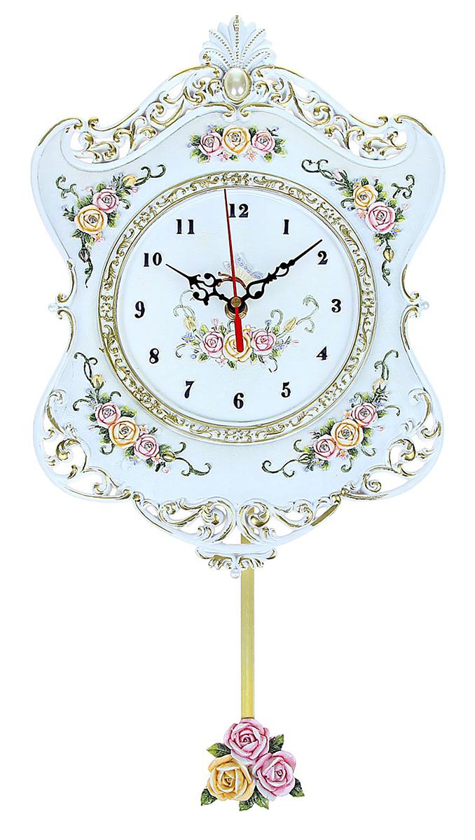 Часы настенные Маятник. Розы винтаж, 21 х 33 см156670Каждому хозяину периодически приходит мысль обновить свою квартиру, сделать ремонт, перестановку или кардинально поменять внешний вид каждой комнаты. Часы настенные интерьерные Винтаж с маятником, фигурные — привлекательная деталь, которая поможет воплотить вашу интерьерную идею, создать неповторимую атмосферу в вашем доме. Окружите себя приятными мелочами, пусть они радуют глаз и дарят гармонию.Часы настенные серия Маятник. Фигурные, рама с розами винтаж, белые 21*33см 156670