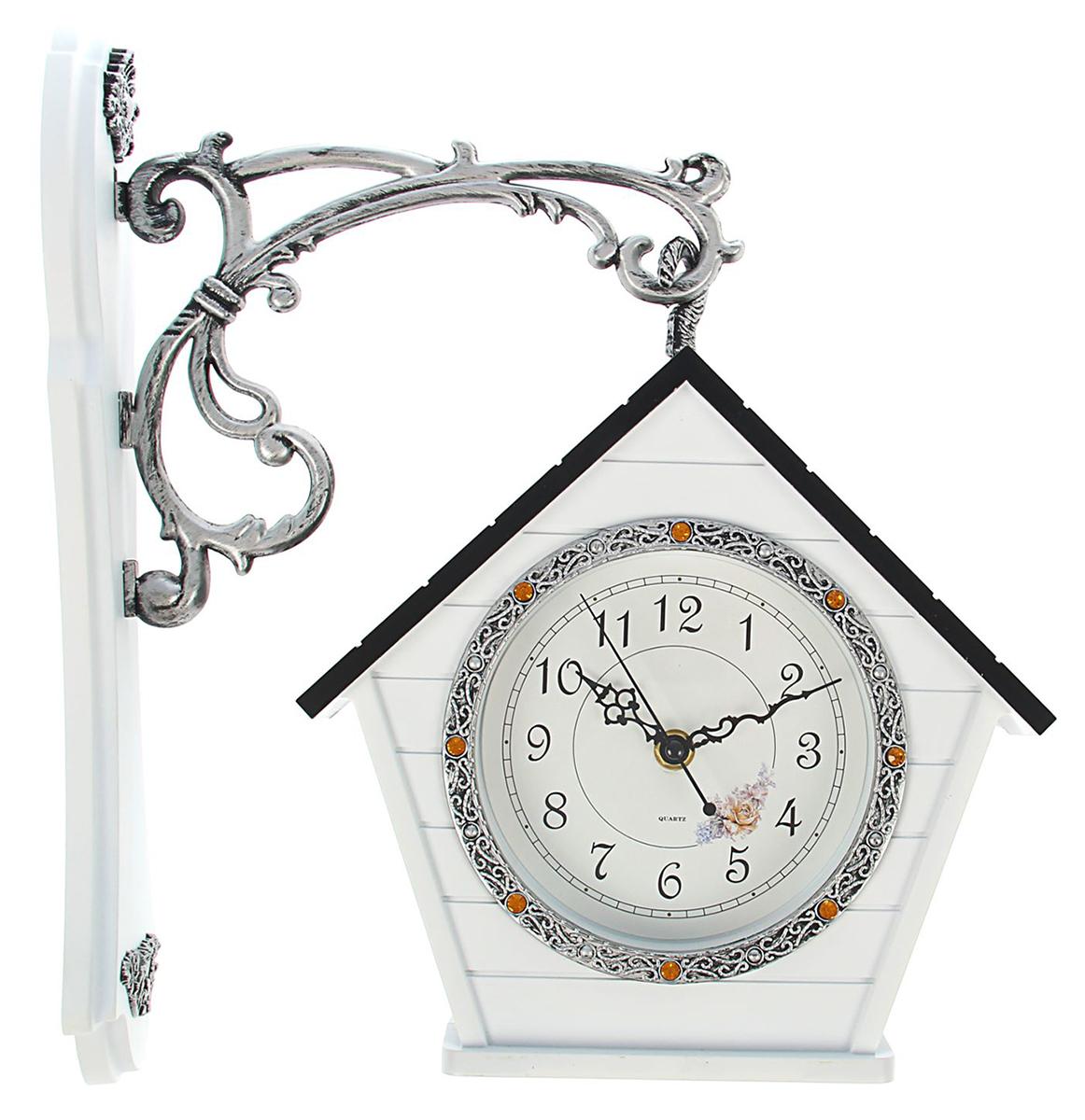 """Каждому хозяину периодически приходит мысль обновить свою квартиру, сделать ремонт, перестановку или кардинально поменять внешний вид каждой комнаты. Часы настенные двусторонние """"Цветы"""" на подвесе — привлекательная деталь, которая поможет воплотить вашу интерьерную идею, создать неповторимую атмосферу в вашем доме. Окружите себя приятными мелочами, пусть они радуют глаз и дарят гармонию."""