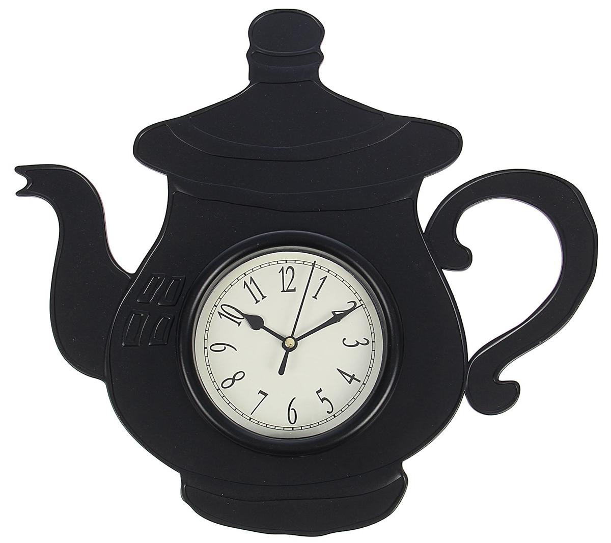 Часы настенные Чайник с ручкой, цвет: черный, 31 х 33 см1588322Каждому хозяину периодически приходит мысль обновить свою квартиру, сделать ремонт, перестановку или кардинально поменять внешний вид каждой комнаты. Часы настенные кухонные Чайник с ручкой, черные — привлекательная деталь, которая поможет воплотить вашу интерьерную идею, создать неповторимую атмосферу в вашем доме. Окружите себя приятными мелочами, пусть они радуют глаз и дарят гармонию.Часы настенные Чайник с ручкой черный 31*33см 1588322