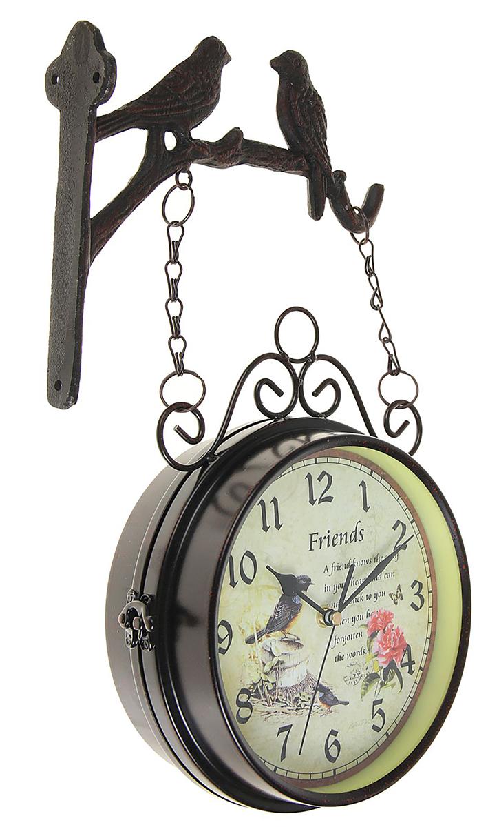 Часы настенные двойные Friends, 24 х 40 см1963249Каждому хозяину периодически приходит мысль обновить свою квартиру, сделать ремонт, перестановку или кардинально поменять внешний вид каждой комнаты. Часы настенные двусторонние Friends на подвесе, d=17 см, черные — привлекательная деталь, которая поможет воплотить вашу интерьерную идею, создать неповторимую атмосферу в вашем доме. Окружите себя приятными мелочами, пусть они радуют глаз и дарят гармонию.Двойные настенные часы, черные с 2 птичками, на циферблате Friends 24х40см (d=17см) 1963249
