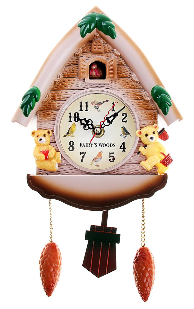 """Часы с кукушкой давно перестали быть просто часами или предметом интерьера. Это явление культуры. Первые часы с кукушкой появились более 300 лет назад. Их родиной считается германская земля Шварцвальд. Привычный для нас внешний вид – сказочный домик, украшенный листьями или фигурками животных и птиц,- часы обрели в середине XIX века.  Часы настенные с кукушкой """"Мишки в домике"""" работают на батарейке, гири – бутафорские. Громкость кукушки регулируется.часы настенные с кукушкой мишки в домике 33*19 см пластик 487361"""