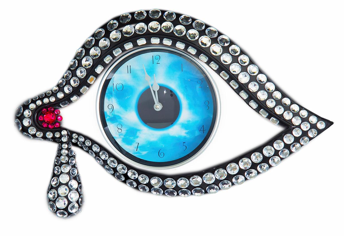 """«Время – деньги» - банальная истина, трюизм. Но сувенирные Часы настенные """"Глаз"""" NERO, черный банальными назвать никак нельзя. Они отличаются изысканным оригинальным дизайном, высочайшим качеством исполнения, и, конечно же, великолепной точностью хода. Отличный подарок и совершенно необходимая деталь любого интерьера!Часы настенные """"Глаз"""" черные, 52 ? 32 ? 6 см 565548"""