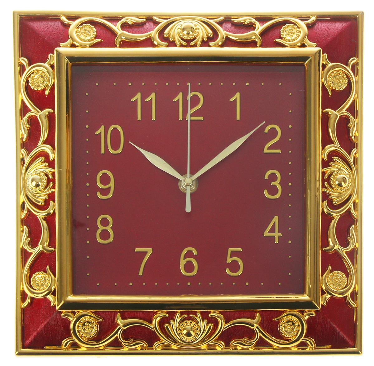 Часы настенные Ретро, цвет: бордо, золото, 25 х 25 см723386Каждому хозяину периодически приходит мысль обновить свою квартиру, сделать ремонт, перестановку или кардинально поменять внешний вид каждой комнаты. Часы настенные квадратные Наложение, 25 ? 25 см, объемный золотистый узор на бордовой раме — привлекательная деталь, которая поможет воплотить вашу интерьерную идею, создать неповторимую атмосферу в вашем доме. Окружите себя приятными мелочами, пусть они радуют глаз и дарят гармонию.Часы настенные серия Ретро, квадрат, рама бордо узор золото, циферблат бордо 25х25см 723386