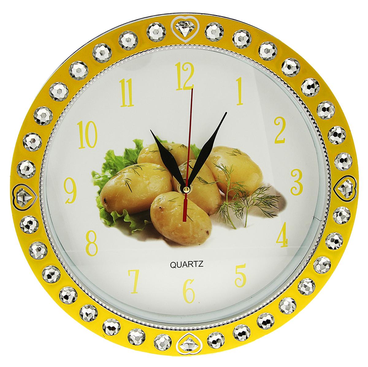 Часы настенные Картошечка вареная, диаметр 29 см831079Каждому хозяину периодически приходит мысль обновить свою квартиру, сделать ремонт, перестановку или кардинально поменять внешний вид каждой комнаты. Часы настенные кухонные Картофель, d=29 см, рама желтая со стразами — привлекательная деталь, которая поможет воплотить вашу интерьерную идею, создать неповторимую атмосферу в вашем доме. Окружите себя приятными мелочами, пусть они радуют глаз и дарят гармонию.Часы настенные круг, желтая рама со вставками стразы, на циферблате Картошечка вареная d=29см 831079
