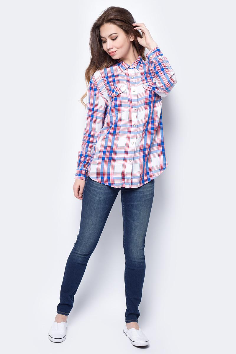 Джинсы женские Lee Jodee, цвет: синий. L529HAEL. Размер 28-31 (44-31)L529HAELЖенские джинсы-скинни Lee Jodee подчеркнут все достоинства вашей фигуры. Джинсы изготовлены из стрейчевой ткани Delux с дизайнерским осветлением и светлыми полосками в области бедер, ширинки и коленей с эффектом мягкого стирания. Модель зауженного кроя стандартной посадки на талии застегиваются на пуговицу в поясе и ширинку на застежке-молнии. На поясе имеются шлевки для ремня. Модель представляет собой классическую пятикарманку: два втачных и накладной карманы спереди и два накладных кармана сзади. Мягкая ткань приятна на ощупь и комфортна в носке.