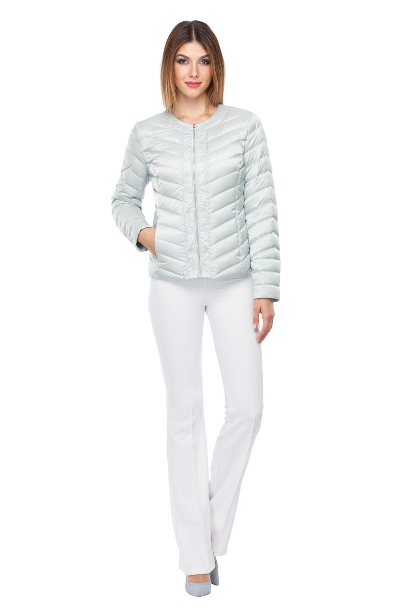 Куртка женская Conso, цвет: светло-серый. SS180107. Размер 44 (46)SS180107 - platinoКороткая демисезонная куртка приталенного силуэта c круглым воротом. Модель с застежкой-молнией и молниями на манжетах. Диагональная стежка поддерживает общий стиль изделия. Удобные врезные карманы - на потайных молниях. Куртка выполнена из легкой и прочной ткани с наполнителем из биопуха. Логотипированная вешалка из металлической цепочки – комплимент от дизайнеров.