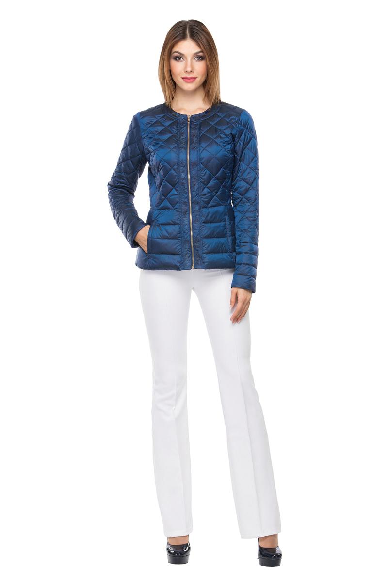 Куртка женская Conso, цвет: синий. SS180108. Размер 46 (48)SS180108 - peacoatКуртка с баской классической длины. Изделие с круглым воротом и планками по передней детали. Модель с застежкой-молнией и молниями на манжетах. Комбинированная стежка поддерживает общий стиль изделия. Удобные врезные карманы – на потайных молниях. Куртка выполнена из легкой и прочной ткани с наполнителем из биопуха.