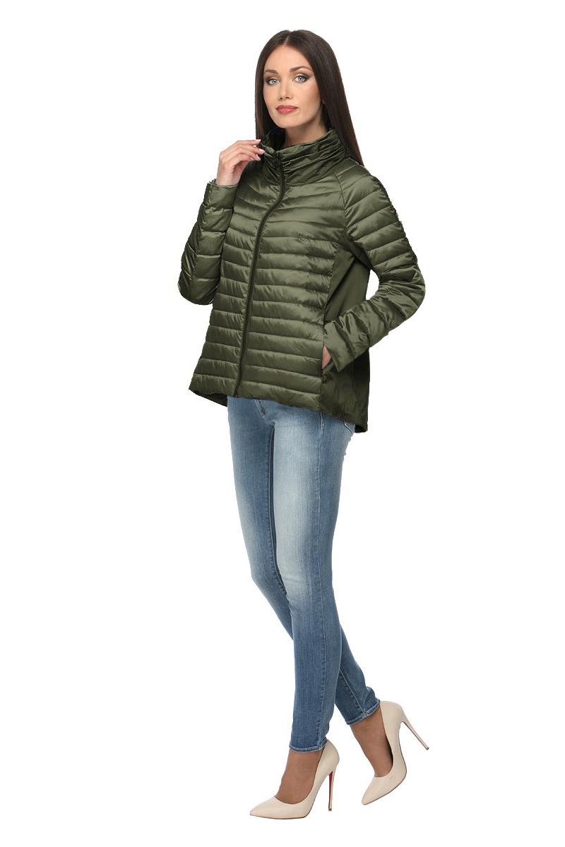 Куртка женская Conso, цвет: темно-зеленый. SS180105. Размер 40 (42)SS180105 - militareУтепленная куртка свободного силуэта. Модель с длинными рукавами и воротником-стойкой застегивается на металлическую молнию. Расклешенная спинка оформлена встречной складкой. Прорезные карманы – на металлических молниях, внутренний карман – на потайной. Куртка выполнена в комбинации материалов, по передней детали утеплена биопухом и оформлена горизонтальной стежкой.