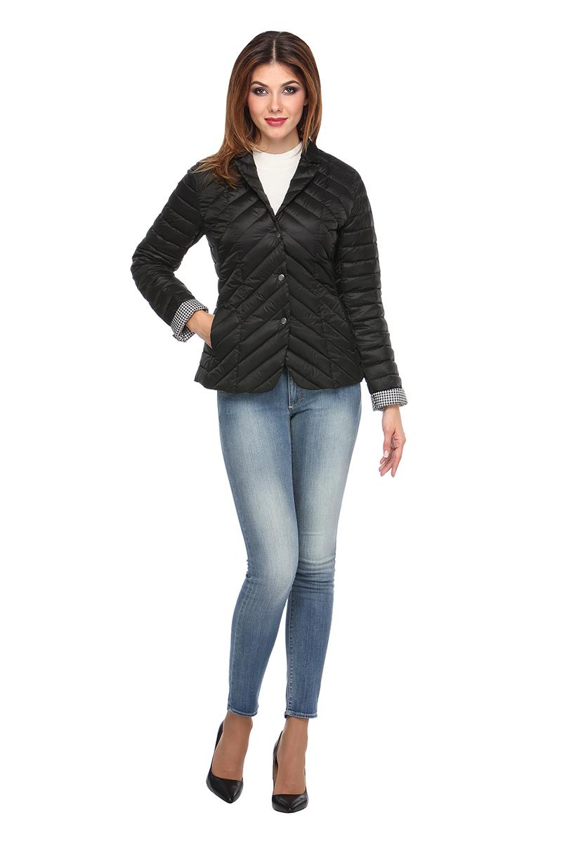 Куртка женская Conso, цвет: черный. SS180103. Размер 42 (44)SS180103 - neroСтильная куртка-жакет приталенного силуэта с закругленным подолом. Модель с длинными рукавами, отложным воротником и лацканами фиксируется на металлические кнопки. Изделие дополнено врезными карманами на потайных молниях. Основные элементы дизайна - комбинированная стежка и контрастная подкладка. Куртка выполнена из легкой и прочной ткани с наполнителем из биопуха.