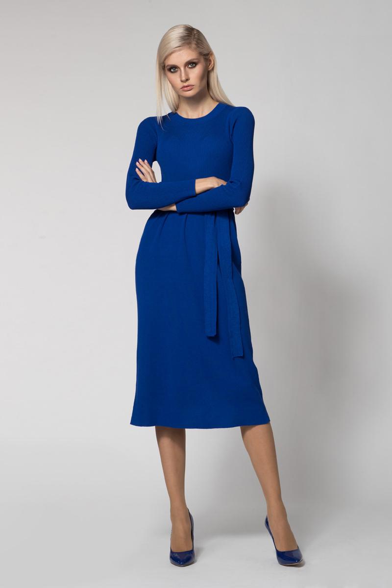 Платье Conso, цвет: синий. KWDL170762. Размер 44 (46)KWDL170762 - royal blueЭлегантное платье-миди с длинными рукавами и круглым вырезом по горловине. Изделие со слегка завышенной талией и шлицей по задней детали. Платье изготовлено из эластичного трикотажа, верхняя деталь оформлена фактурной вязкой. В комплекте к платью идет трикотажный пояс, который подчеркивает талию.