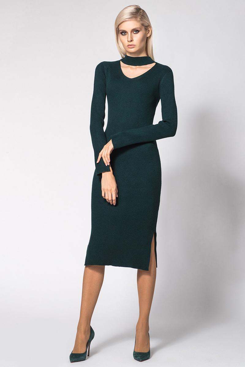 Платье Conso, цвет: темно-зеленый. KWDL170787. Размер 42 (44)KWDL170787 - green forestЭлегантное теплое платье с длинными рукавами и оригинальным модным вырезом по горловине. Модель облегающего силуэта длиной миди. Рукава и подол оформлены разрезами. Фактурная вязка лапша вытягивает силуэт и подчеркивает фигуру.