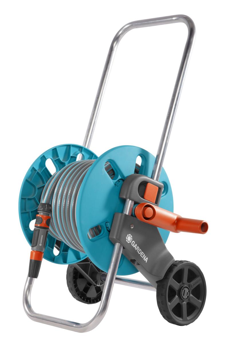 Тележка для шланга Gardena AquaRoll S, со шлангом, с комплектом для полива. 18502-20.000.0018502-20.000.00Для легкого перемещения шланга. Автоматически вращающаяся ось предотвращает перекручивание соединительного шланга при его наматывании или разматывании. Подсоединение шланга под углом предотвращает его перекручивание, обеспечивая ровное и плавное наматывание. В комплекте шланг Classic 20м диаметром 13мм (1/2), фитинги базовой системы полива(штуцер 1-18202-20.000.00, штуцер 1/2 - 18200-20.000.00, 3 коннектора стандартных 13мм(1/2) - 18213-20.000.00, коннектор с автостопом 13мм(1/2) - 18215-20.000.00, наконечник для полива - 18300-20.000.00)