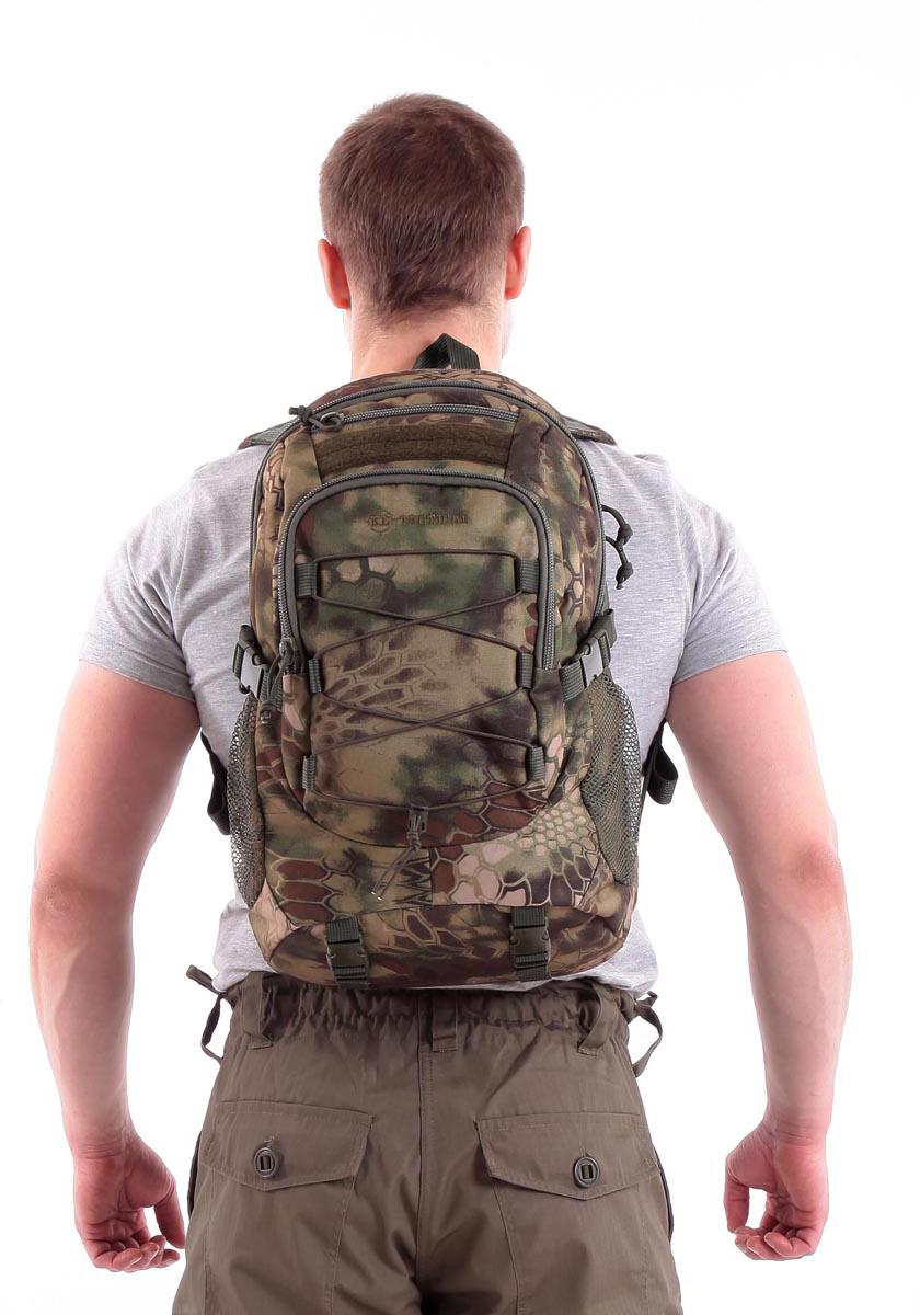 Рюкзак туристический KE Tactical Mission, цвет: mandrake, 25 л. 90201049020104;9020104Для рюкзаков серии Mission характерна универсальность. Они подходят длявоенного и гражданского применения, для полевых условий и города.Компактный однодневный рюкзак KE Tactical 1-Day Mission подходит дляпереноски ноутбука с экраном в 15 дюймов. Для размещения лэптопарекомендуется использовать плоский отсек в спинке рюкзака. В другихобстоятельствах в этот плоский отсек закладывается мягкая вставка изизолона с каркасной пластиной или бронепластина подходящего размера.