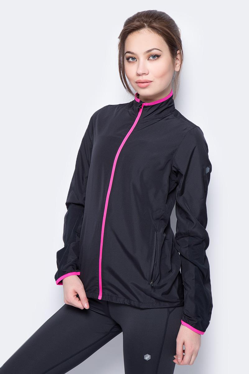 Ветровка женская Asics Jacket выполнена из полиэстера. Модель с воротником стойкой застегивается на застежку молнию. По бокам изделие дополнено прорезными карманами.