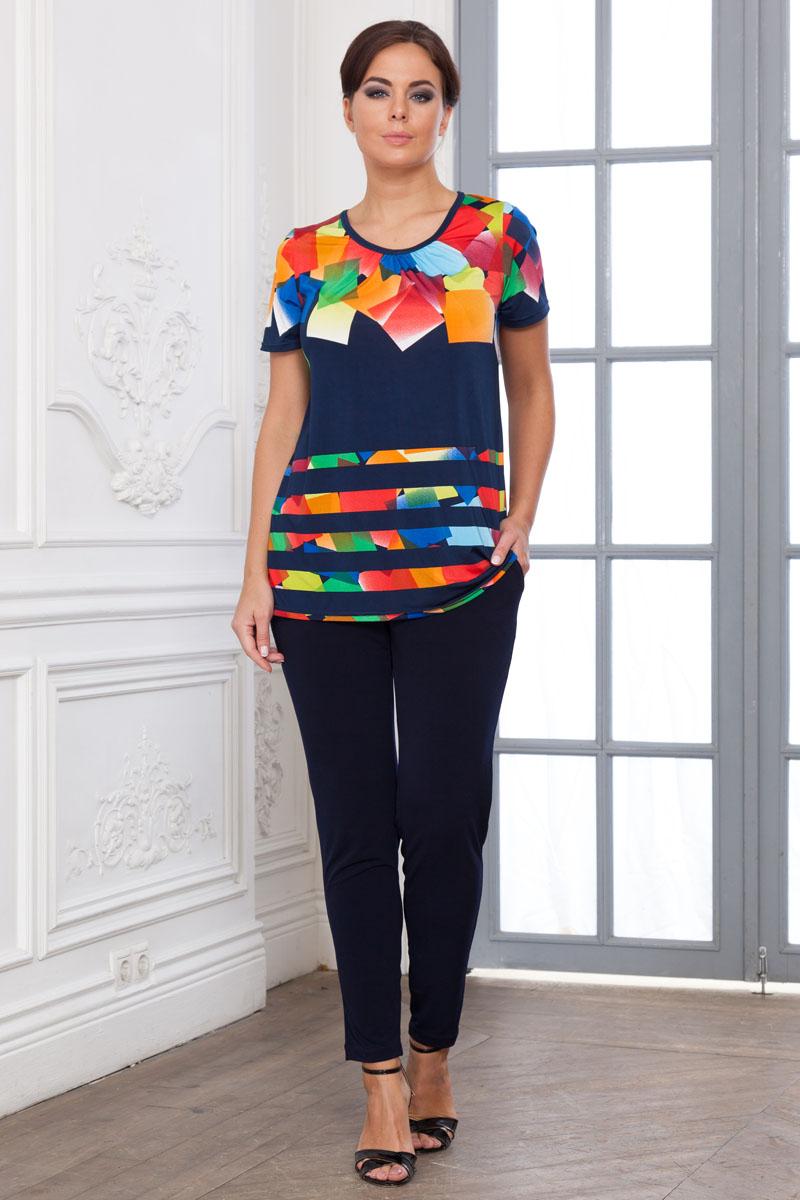 Комплект домашний женский Cleo Кубики: брюки, футболка, цвет: темно-синий. 777. Размер 48777Оригинальный и яркий домашний брючный костюм из гладкокрашеного и набивного смесового трикотажа. Трикотаж эластичный, прохладный, как шёлк, не теряет формы, не мнётся при стирке, быстро сохнет. Блузка свободного слегка прилегающего силуэта, из набивного трикотажа, длиной ниже линии бёдер. Рукава короткие, втачные. Перед блузки присборен по горловине. Горловина имеет круглую форму и окантована бейкой из набивного трикотажа. Брюки из гладкокрашеного трикотажа, сильно зауженные к низу, длинные, верх с широким поясом на резинке. На передних половинках подкройные карманы с наклонной линией входа.