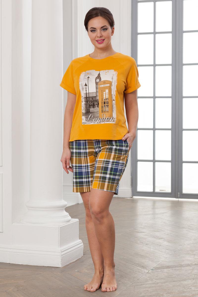 Комплект домашний женский Cleo Лондон: шорты, футболка, цвет: горчичный. 783. Размер 48783Комплект домашний женский Cleo Лондон состоит из футболки и шорт. Выполнено изделие из набивного и гладкокрашеного хлопкового трикотажа. Отделкой служит красочный шелкографический рисунок на переде блузки. Горловина круглая, с притачной бейкой. Рукава короткие, покроя реглан, с цельнокроеными отворотами по низу. Низ футболки с уступами по боковым швам, длина переда выше уровня линии бедра, спинка до уровня линии бедра, в боковых швах по низу выполнены небольшие разрезы. Шорты прямые, умеренно свободной формы, из набивного трикотажа. Посадка шорт для 42, 44, 46, 48 размеров ниже талии, с 50 размера по талии. Верх шорт на резинке. На передних половинках шорт подкройные карманы с наклонной линией входа. В связи с заметной усадкой хлопкового трикотажа после первой стирки данная модель сконструирована с учётом этого. При первой примерке надо принимать некоторую излишнюю свободу костюма как прибавку на усадку трикотажа.