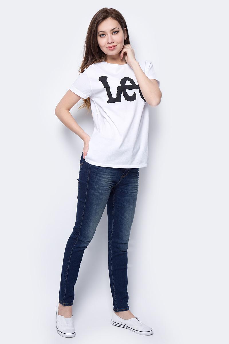 Джинсы женские Lee Scarlett High, цвет: синий. L626HAEL. Размер 24-31 (40-31)L626HAELЖенские джинсы Lee Scarlett High выполнены из высококачественного материала. Джинсы на талии застегиваются на пуговицу в поясе и ширинку на застежке-молнии. На поясе имеются шлевки для ремня. Модель представляет собой классическую пятикарманку: два втачных и накладной карманы спереди и два накладных кармана сзади.