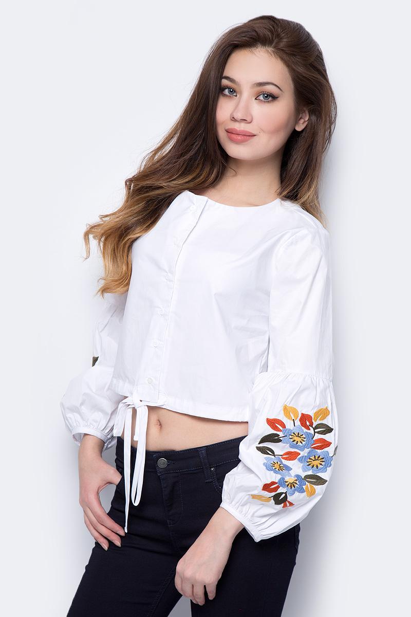 Блузка женская adL, цвет: белый. 13033840000_002. Размер S (42/44)13033840000_002Оригинальная женская блузка adL, изготовленная из натурального хлопка, поможет создать стильный повседневный образ. Укороченная модель свободного кроя с круглым вырезом горловины и длинными рукавами, оформленными цветочной вышивкой, застегивается спереди на пуговицы. Низ изделия дополнен утягивающей тесьмой. Блузка подойдет для прогулок и дружеских встреч и будет отлично сочетаться с джинсами и брюками, а также гармонично смотреться с юбками. Мягкая натуральная ткань приятна на ощупь и комфортна в носке.