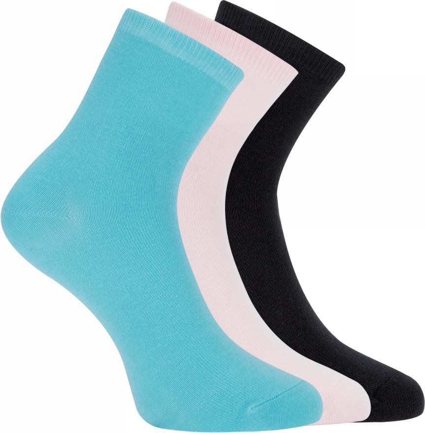 Носки женские oodji Ultra, цвет: черный, бирюзовый, светло-розовый, 3 пары. 57102466T3/47469/2973N. Размер 38/4057102466T3/47469/2973NНабор из трех пар базовых хлопковых носков от oodji. Хлопковый трикотаж с небольшим добавлением эластана приятен на ощупь, обладает прекрасными характеристиками: пропускает воздух, не вызывает раздражения. В таких носках вашим ногам будет комфортно в разную погоду, независимо от того, насколько активно вы двигаетесь. Практичный сет из трех пар хлопковых носков прекрасно подходит для ношения с повседневными вещами и станет неотъемлемым элементом спортивного гардероба. Базовые носки отлично дополнят джинсы, брюки или лосины. Они хорошо сочетаются с закрытой обувью: кедами, кроссовками, ботинками, сапогами. Если вы цените комфорт в одежде, эти носки займут особое место в вашем повседневном гардеробе.