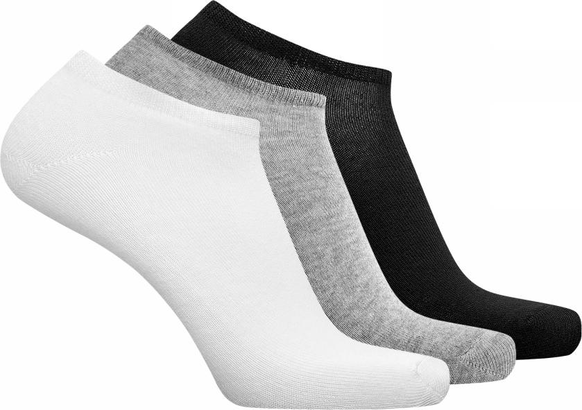 Носки мужские oodji Basic, цвет: белый, серый, черный, 3 пары. 7B231000T3/47469/1904N. Размер 40/437B231000T3/47469/1904NКомплект из трех пар низких базовых носков. Сдержанная модель без украшений. Верх оформлен тонкой трикотажной резинкой, которая прекрасно держит форму и не сдавливает ногу. Тонкий эластичный трикотаж из хлопка с эластаном в меру теплый, подходит для разной погоды и приятен для ног. Практичный набор из трех пар укороченных носков идеально подойдет для вашего спортивного и повседневного гардероба. Такие носки хорошо сочетаются с кедами и кроссовками, туфлями и ботинками. Носки остаются незаметными в любом комплекте одежды и выполняют важную функцию – отводят влагу от тела в жаркую погоду, согревают ноги, когда становится прохладно и обеспечивают комфортное ношение обуви. С таким комплектом вы легко подберете подходящие носки для завершения своего образа!