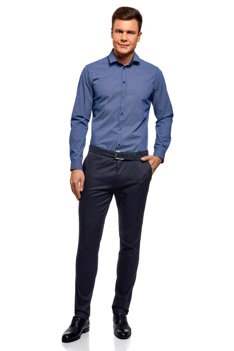 Брюки мужские oodji Lab, цвет: темно-синий. 2L210221M/47750N/7900N. Размер 48 (56-182)2L210221M/47750N/7900NУзкие брюки от oodji выполнены из фактурной хлопковой ткани. Модель традиционного кроя: пояс со шлевками для ремня, врезные карманы. Особую выразительность придает необычная фактура ткани с едва заметным рельефным рисунком. Благодаря такому дизайнерскому решению брюки смотрятся стильно и эффектно. Хлопковая ткань с небольшим добавлением эластана дышит, приятна для тела и отлично носится. Вам будет комфортно в этих брюках в разную погоду!Брюки силуэта Slim – прекрасный вариант для делового гардероба и особенных мероприятий. В них можно пойти на работу, важную встречу или нарядиться к свиданию или особенной вечеринке. С этими брюками вы легко создадите элегантный комплект. Достаточно подобрать к ним подходящую случаю рубашку и обувь классического стиля. В этих брюках вы всегда будете выглядеть эффектно и произведете впечатление на окружающих!