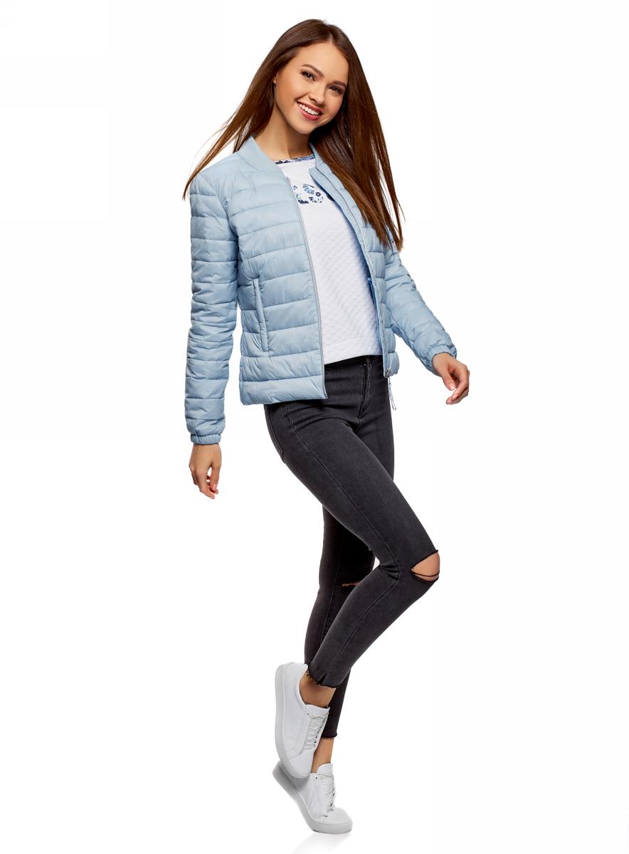Куртка женская oodji Ultra, цвет: голубой. 10203061-1B/45638/7000N. Размер 34 (40-164)10203061-1B/45638/7000NКуртка-бомбер на молнии