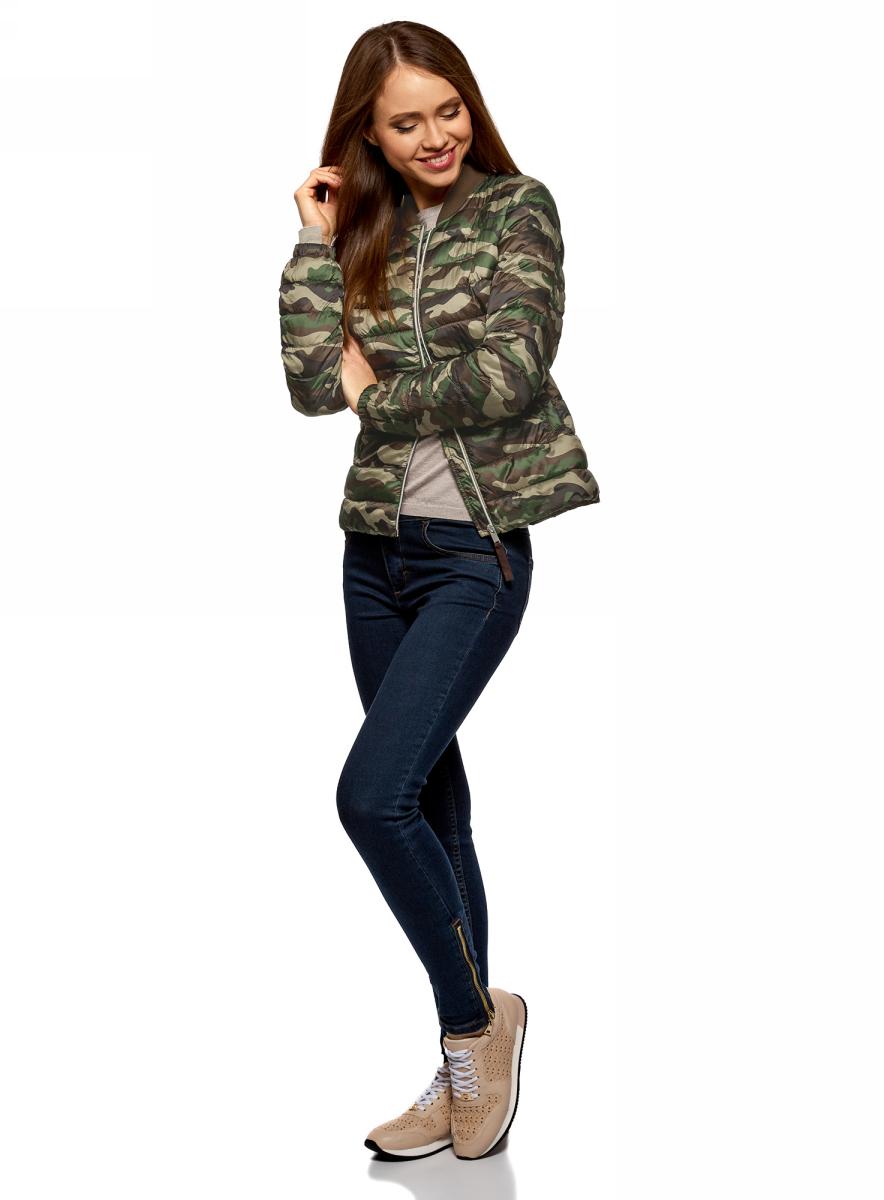 Куртка женская oodji Ultra, цвет: зеленый, хаки. 10203061-2B/46708/6669O. Размер 40 (46-164)10203061-2B/46708/6669OКуртка-бомбер от oodji выполнена из плащевой ткани на утеплителе из синтепуха. Модель с длинными рукавами и трикотажным воротником-стойкой застегивается на молнию. По бокам расположены втачные карманы.