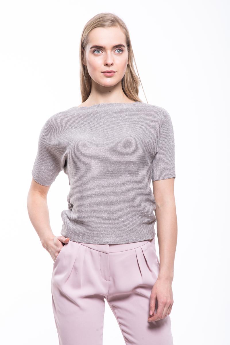 Джемпер женский Lusio, цвет: серый. AW18-340022. Размер M (44/46)AW18-340022Женский джемпер Lusio изготовлен из эластичной смесовой ткани с люрексом. Модель свободного кроя с короткими рукавами.