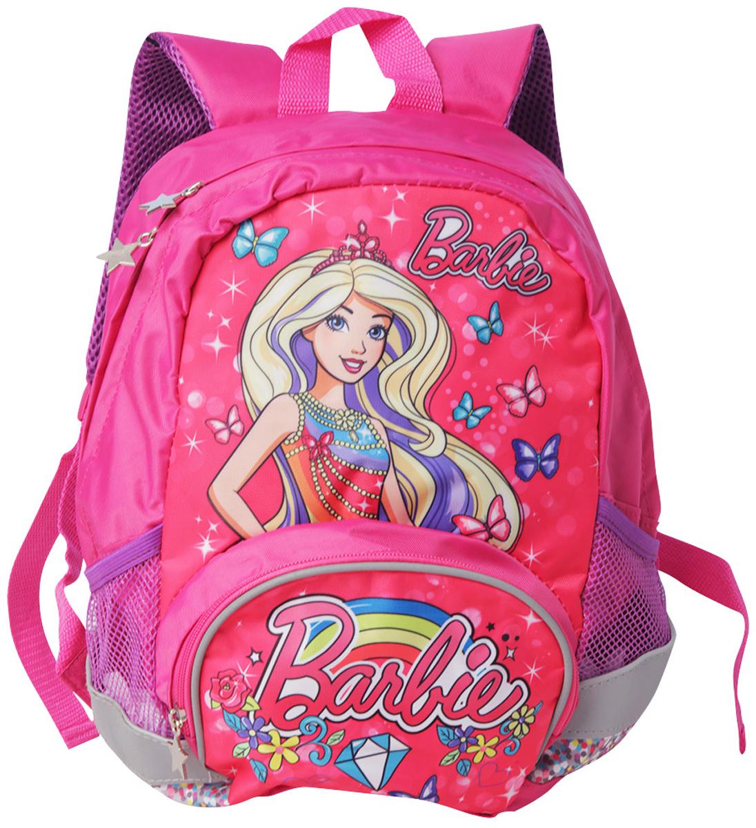 Mattel Рюкзак детский Fantasy bag Barbie4998100Суперлегкий, компактный, функциональный рюкзак с лицензионным дизайном Mattel Barbie. Рюкзак имеет регулируемые лямки эргономичной формы и эргономичную спинку, которая сделана из вентилируемого материала, такая спинка способствует правильному распределению нагрузки на детскую спину и позволяет «дышать» телу. Рюкзак оснащен светоотражающими элементами, которые повышают видимость ребенка на дорогах. Рюкзак выполнен из прочной водонепроницаемой ткани с термотрансферной печатью. Рюкзак вмещает в себя школьные принадлежности формата А4. Рюкзак имеет одно основное отделение, передний карман и два боковых кармана из сетчатой ткани на резинке. Размер: 32 х 23 х 12 см. Объем: 9 л.