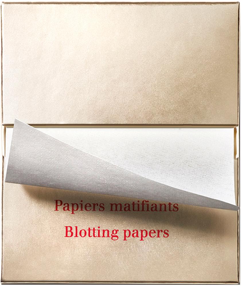 Clarins Матирующие салфетки Papiers Matifiants, 2x70 (сменный блок)80023892Матирующие салфетки моментально устраняют непривлекательный блеск с поверхности кожи, впитывая излишки кожного жира как промокашка. Секрет их эффективности - смесь натуральной древесной пульпы и конопли, придающая салфеткам прочность, но при этом обеспечивающая деликатное воздействие на кожу. Поскольку салфетки не содержат ни пудры, ни аромата, они не сушат кожу и не повреждают макияж.1 упаковка = 2 блока по 70 салфеток