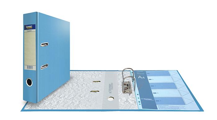 Expert Complete Папка-регистратор Classic формат А4 25177012517701Папка-регистратор формата А4 Expert Complete Classic. Изготовлена из плотного картона толщиной 2 мм, обеспечивающего жёсткость и правильную геометрию изделия. Обложка из PVC покрытия надежно защищает папку от износа при интенсивной работе. 16 цветов. Корешок шириной 75 мм оснащен торцевым карманом и сменной картонной вложкой для маркировки. Несъемный арочный механизм. Итальянская хромированная фурнитура, не подверженная коррозии. Специальные прорези фиксируют папку в закрытом положении, предохраняя от непроизвольного открывания. Кольцо-захват на торце папки для удобства извлечения с полки. Поле для записей на форзаце. Вмещает до 500 листов стандартной плотности.