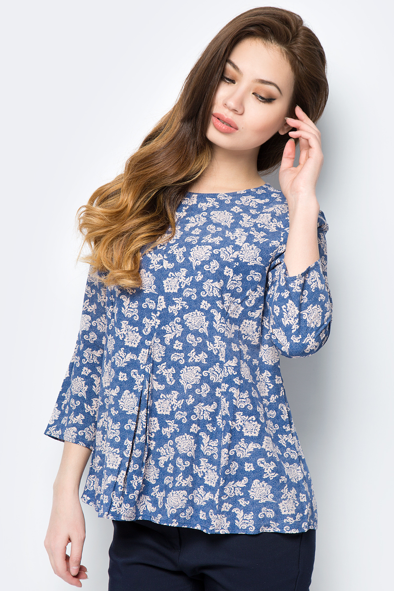 Блузка женская Sela, цвет: светло-синий. Tw-112/232-8122. Размер 46Tw-112/232-8122Блузка изготовлена из качественной вискозы. У модели свободный крой и рукава длиной ?. Блузка застегивается сзади на пуговицу.