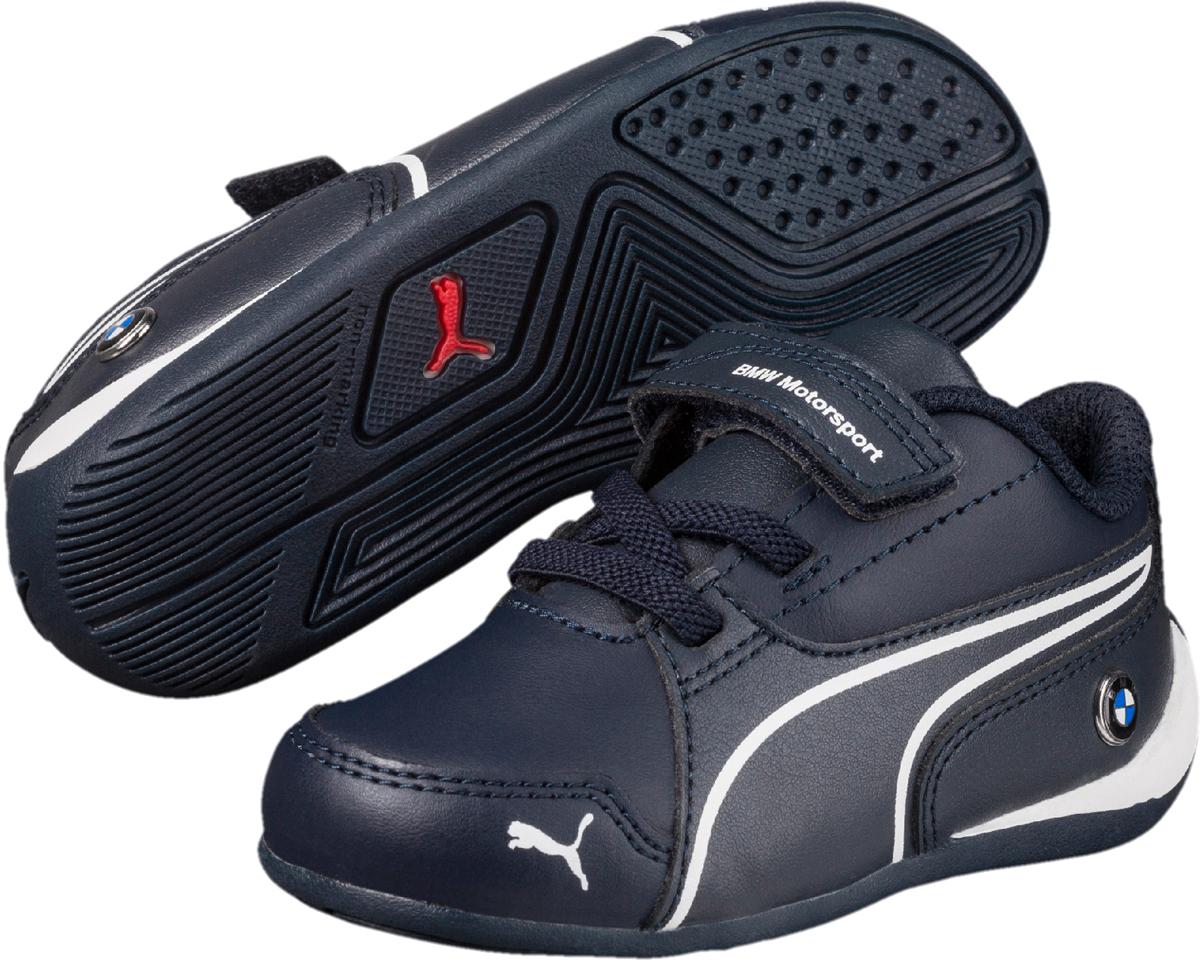 Кроссовки детские Puma BMW MS Drift Cat 7 V PS, цвет: темно-синий. 36418601. Размер 12 (30)36418601Теперь легендарная модель Drift Cat еще лучше и, что самое главное, адаптирована для детей. Верх этих элегантных низких кроссовок выполнен из мягкой искусственной кожи, приятно облегающей ногу. Также в новой версии усилен носок, что приближает её к классическим образцам, как и нанесенный на неё традиционный логотип PUMA. Липучка и шнуровка обеспечивают надежную фиксацию обуви на ноге ребенка. Подкладка выполнена из текстиля, что предотвращает натирание и гарантирует уют. Резиновая подошва с рифлением обеспечивает идеальное сцепление с любыми поверхностями.