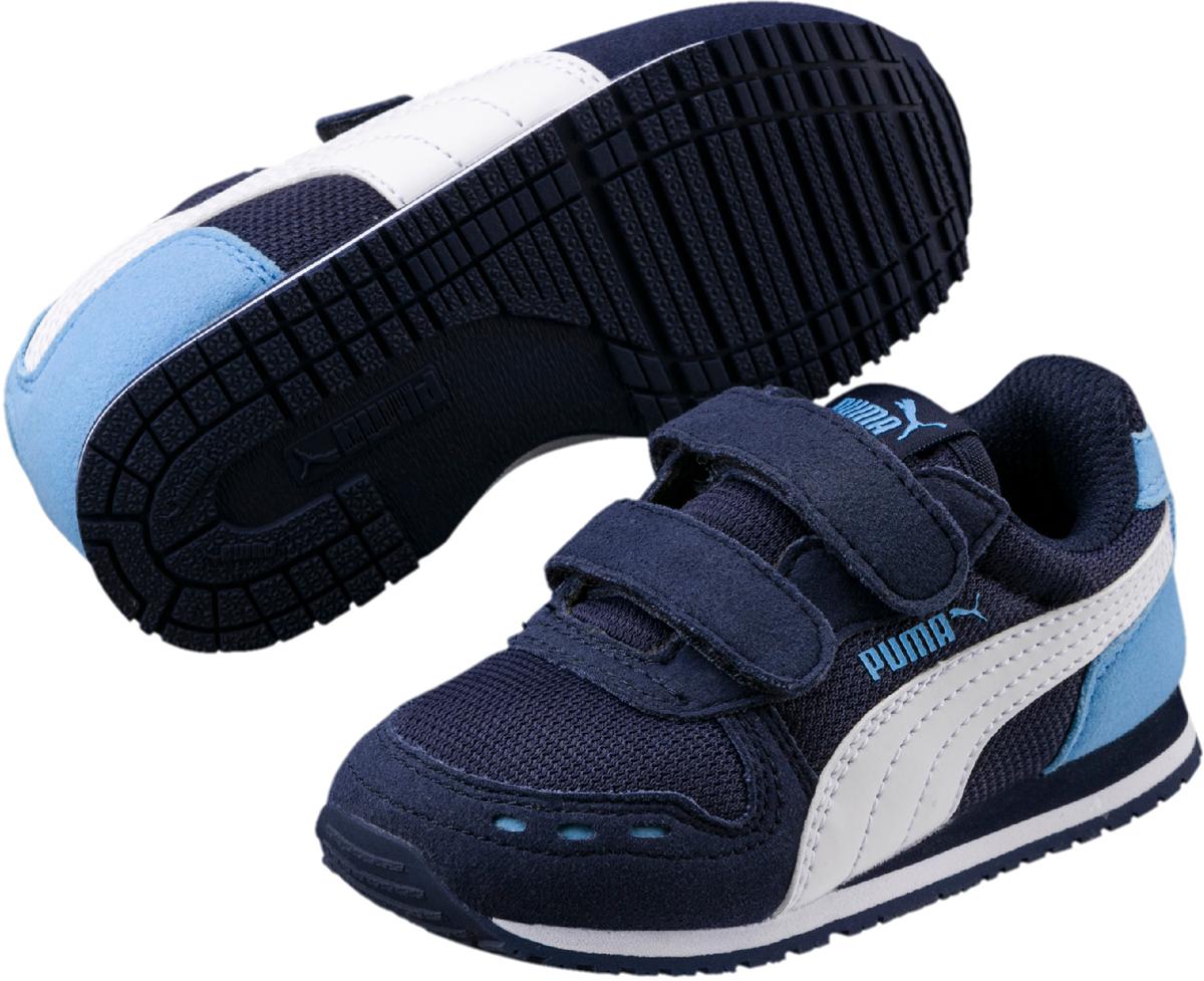 Кроссовки детские Puma Cabana Racer Mesh V PS, цвет: синий. 36024528. Размер 1 (32)36024528Непревзойденные кроссовки Cabana Racer – любимая всеми модель в коллекции беговой обуви RS и настоящая спортивная классика – снова в этом сезоне! Эти легкие кроссовки на плоской подошве, которые были впервые представлены в далеком 1981 году, сегодня получили вторую жизнь, став незаменимым атрибутом гардероба стильной молодежи. В нынешнем сезоне кроссовки Cabana Racer изготовлены из сетчатого нейлона, оживляемого вставками из мягкой замши. Липучки обеспечивают надежную фиксацию обуви на ноге ребенка. Подкладка выполнена из текстиля, что предотвращает натирание и гарантирует уют. Резиновая подошва с рифлением обеспечивает идеальное сцепление с любыми поверхностями.
