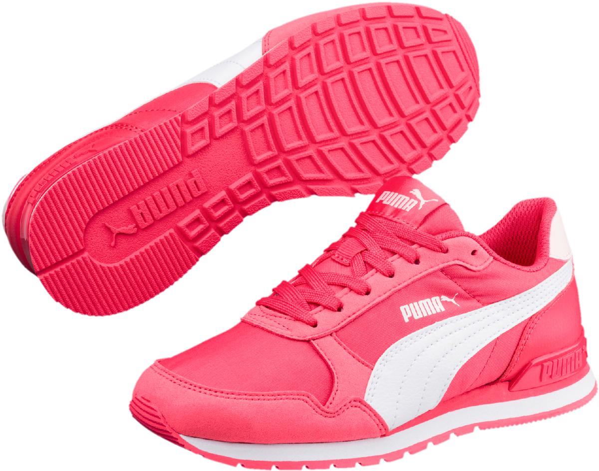 Кроссовки для девочки Puma ST Runner v2 NL Jr, цвет: розовый. 36529304. Размер 3,5 (35)36529304Классический силуэт легендарной модели ST Runner никогда не выйдет из моды. В варианте ST Runner v2 NL предусмотрен сплошной резиновый накат на внешнюю подошву, чтобы нога не проскальзывала, и кроссовки носились дольше. Фигурный задник не только придает модели своеобразие, но и надежно фиксирует пятку. Традиционный нейлоновый верх с фирменной боковой полосой из натуральной кожи соответствует эксклюзивному стилю ST Runner.