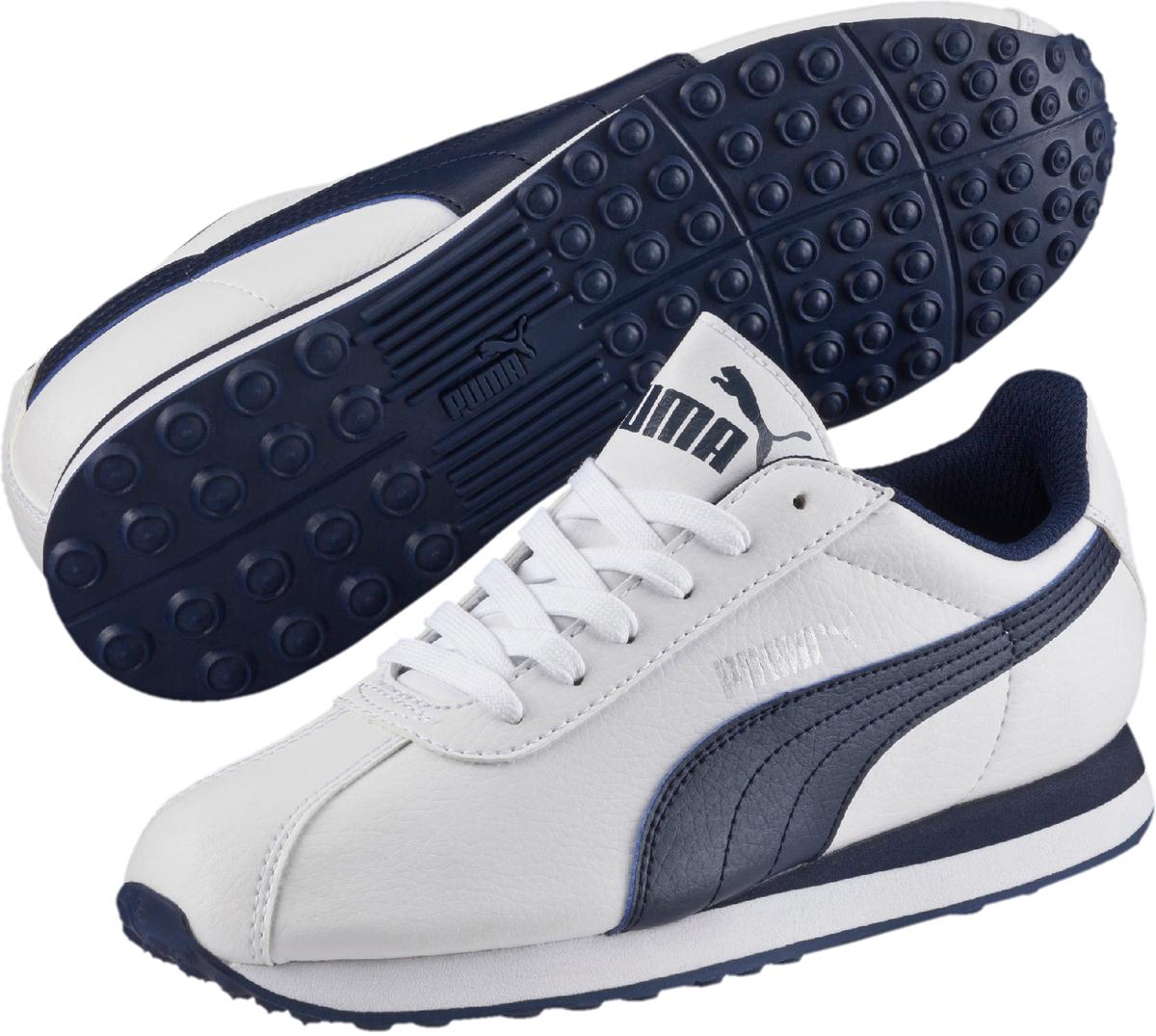 Кроссовки детские Puma Turin PS, цвет: белый, темно-синий. 36160002. Размер 13,5 (31,5)36160002Модель PUMA Turin стала классикой спортивного стиля, развивая дизайн, присущий традиционной футбольной обуви. Благодаря мягкой искусственной коже верха эти уличные кроссовки выглядят очень элегантно, а промежуточная подошва из ЭВА создает отличную амортизацию. Новый силуэт делает модель особенно актуальной в этом сезоне, превращая её в лучший выбор стильной обуви на каждый день. Классическая шнуровка обеспечивает надежную фиксацию обуви на ноге ребенка. Подкладка выполнена из текстиля, что предотвращает натирание и гарантирует уют. Резиновая подошва с рифлением обеспечивает идеальное сцепление с любыми поверхностями.