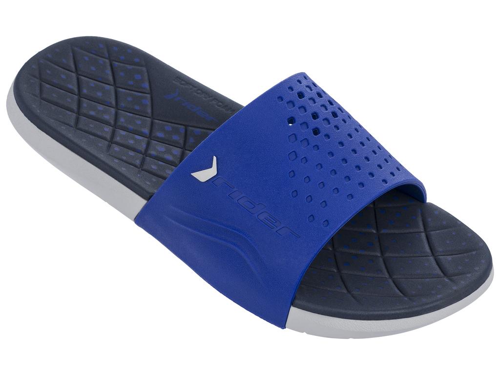 Шлепанцы мужские Rider Infinity Slide AD, цвет: серый, синий. 82209-23816. Размер 48/49 (47/48)82209-23816Мегакомфортные мужские шлепанцы Infinity Slide AD от Rider выполнены в стильном дизайне. Верх модели на половину перфорирован изготовлен из ПВХ и оформлен объемным названием и логотипом бренда. Пышная стелька из материала EVA - для максимального комфорта и амортизации. Текстура подошвы обеспечивает максимальное сцепление с любой поверхностью.Стильные шлепанцы займут достойное место среди вашей летней обуви.